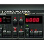 Knopfler joue avec un TC 2290 Electronics