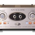 John Butler joue avec un Avalon U5