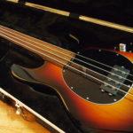 Gilmour joue avec une Music Man Stingray