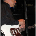 La Schecter blanche de forme Strat jouée par Knopfler