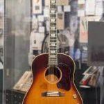 Cette guitare de Lennon a été vendue 2.4 millions de $ !!