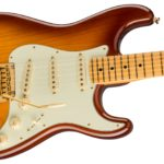 Hazel joue sur des Fender Stratocaster - Shop Fender