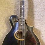 Jack White joue avec une Gibson F-4