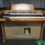Jack White joue avec un Hammond A-100