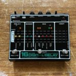 Nels Cline joue avec une Electro Harmonix 16s delay