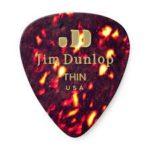 Joe Perry joue avec des picks Dunlop 483
